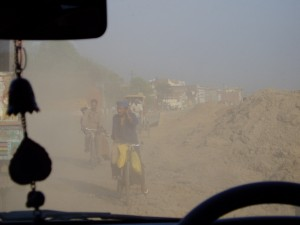 La Grand Trunk Road en construction entre Varanasi et Bodhgaya
